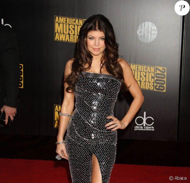 Fergie, à l'occasion de la grande soirée des 37e American Music Awards, qui s'est tenue à Los Angeles, le 22 novembre 2009.