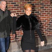 """Rihanna : Ultra-lookée, elle charme David Letterman et veut... du """"bon sexe"""" pour Noël !"""