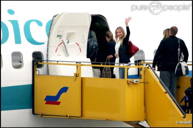 Cameron Diaz et Tom Cruise quittent l'Autriche depuis l'aéroport de Salzburg le 27 novembre 2009 où ils tournaient Knight & Day