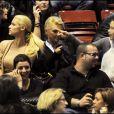 Michelle Hunzicker et sa fille Aurora au concert de son ex-mari Eros Ramazzotti, à Milan le 30 novembre 2009.