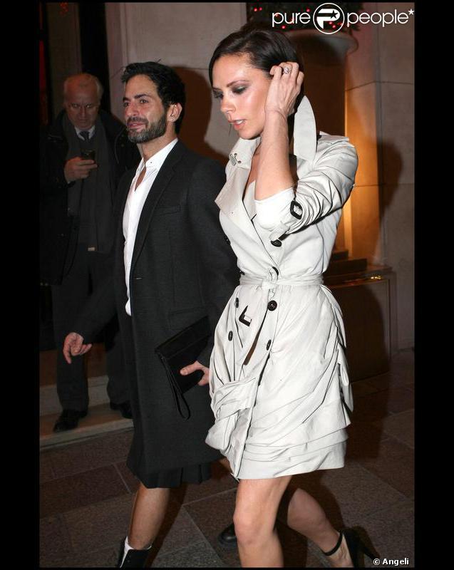Victoria beckham un trench court et des jambes sublimes pour briller aup - Restaurant thiou paris ...