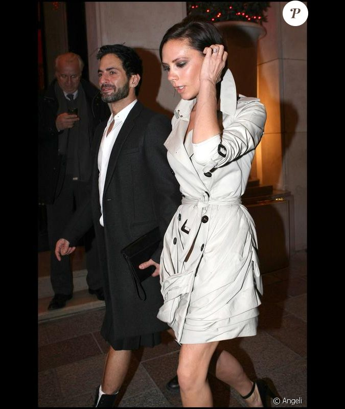 victoria beckham paris pour aller d ner au restaurant thiou le 11 d cembre 2009 avec marc. Black Bedroom Furniture Sets. Home Design Ideas