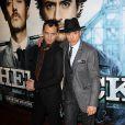 Jude Law et Robert Downey Jr., à l'occasion de l'avant-première de Sherlock Holmes, qui s'est tenue à l'Empire de Leicester Square, à Londres, le 14 décembre 2009.