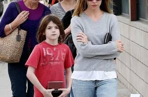 Calista Flockhart en balade avec son fils... Mais où est passé son joli sourire ?