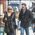 Goldie Hawn se promène avec son fils Olivier Hudson à Aspen le 23 décembre 2009