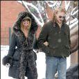 Goldie Hawn se promène avec son fils Wyatt Russell à Aspen le 23 décembre 2009