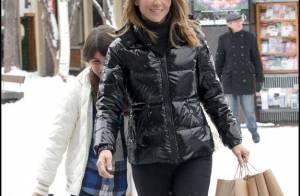 Après 90210, la ravissante Lori Loughlin choisit de s'éclater à la neige avec... ses deux adorables poupées !