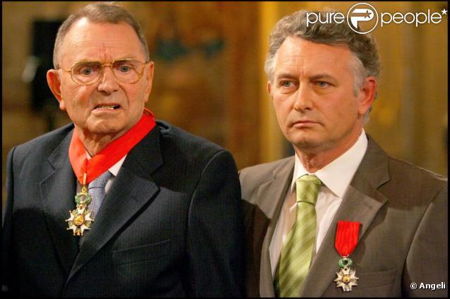 Yves Rocher et son fils Jacques lors de leur décoration par Nicolas Sarkozy en 2008