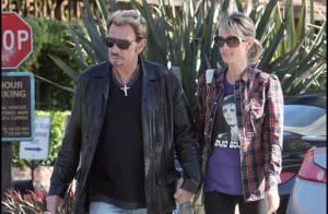 Johnny Hallyday : Première sortie pour examen de contrôle... le rocker est très en forme au bras de sa douce Laeticia !