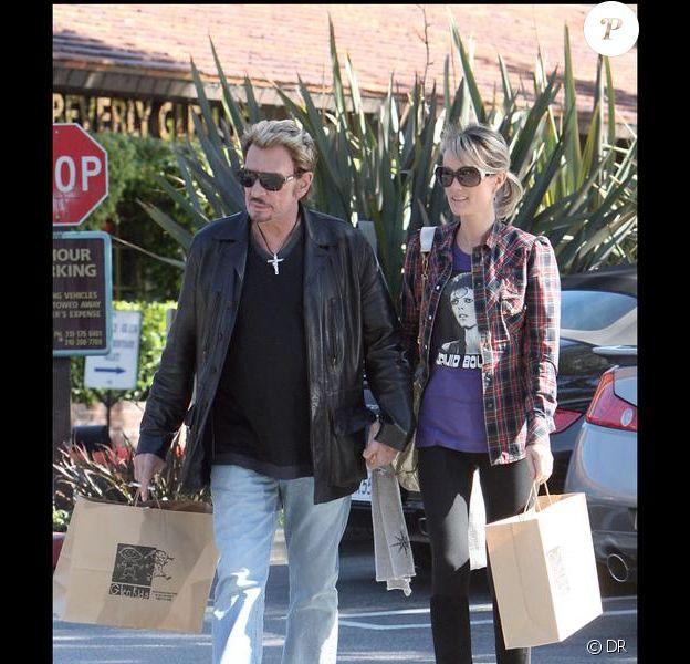 Johnny Hallyday, décontracté, et son épouse Laeticia.