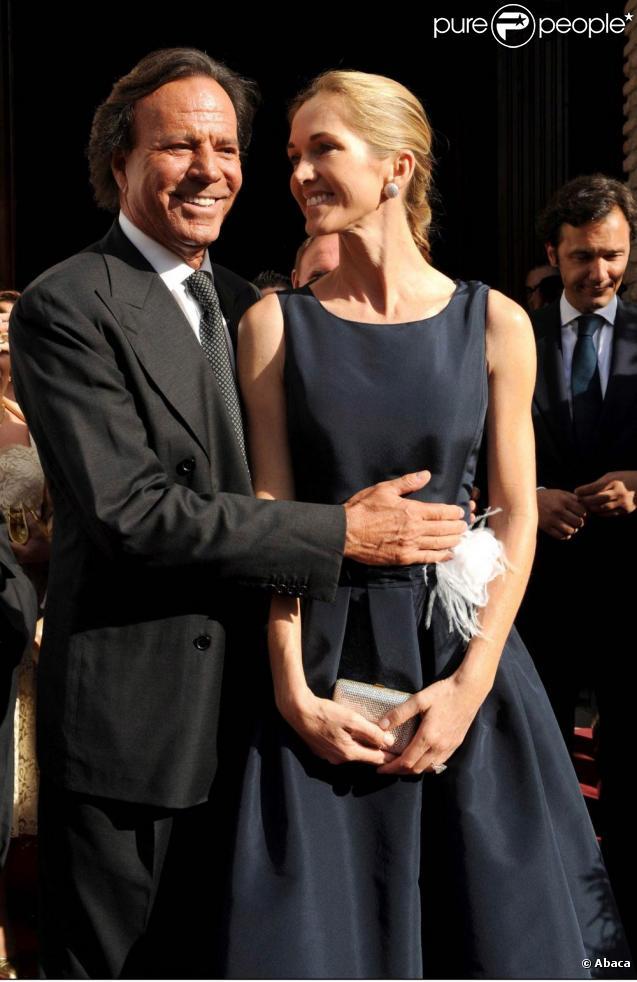 Julio Iglesias et sa compagne Miranda Rijnsburger, mère de cinq de ses huit enfants