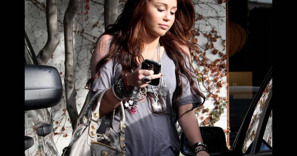 Miley cyrus la sortie de son salon de coiffure de los - Salon de coiffure usa ...