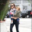 Jessica Alba, Cash Warren et leur fille Honor Marie profitent d'un samedi ensoleillé à West Hollywood le 9 janvier 2009