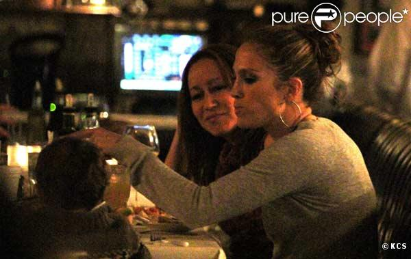 Jennifer Lopez dîne avec son fils Max à Miami