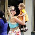 Busy Phillips sur le tournage de Cougar Town avec sa fille Birdie Leigh (Californie, 11 janvier 2010)