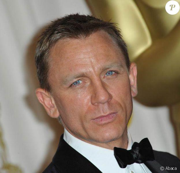 Daniel Craig remplace Robert Downey Jr. au générique de Cowboys & Aliens.
