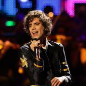 Mika pétille à fond : la preuve avec son nouveau clip, Blame it on the girls !