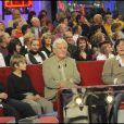 """Jacques Perrin entouré de ses trois fils à l'enregistrement de """"Vivement Dimanche"""" (13 janvier 2010)"""