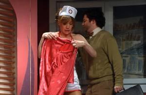 Virginie Lemoine : Découvrez-la en petite tenue d'infirmière sexy... au milieu de Sébastien Castro et Thierry Redler !