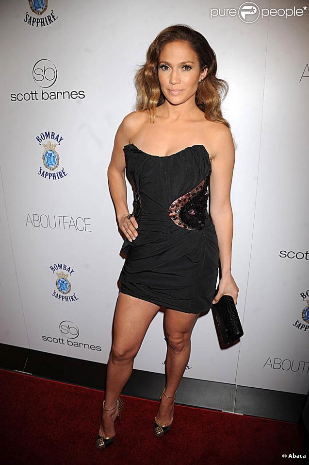 Dans une robe bustier noire signée Louis Vuitton, cheveux bien coiffés, Jennifer Lopez était divine lors du lancement du livre About Face de Scott Barnes, le maquilleur des stars, à l'Hôtel Provocateur à New York le 20 janvier 2010