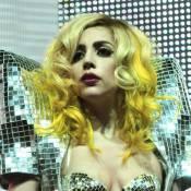 Regardez cette chanteuse géniale parodier Lady Gaga... Elle fait tous les instruments avec sa bouche ! Incroyable !