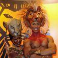 Deux artistes de la troupe du Roi Lion