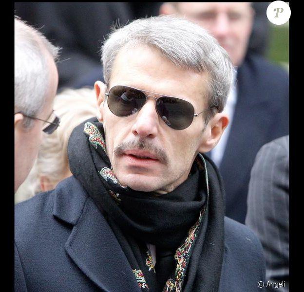 Lambert Wilson aux obsèques de George Wilson à l'Eglise Saint-Roch à Paris (8 février 2010)