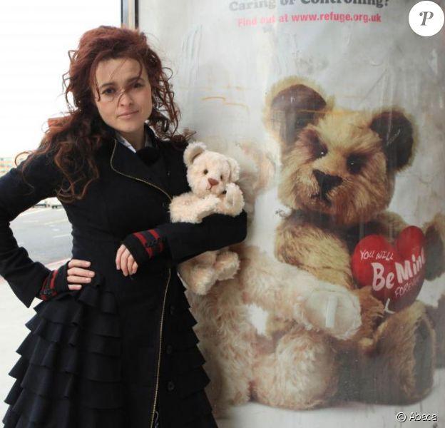 Helena Bonham Carter pose pour une campagne de sensibilisation contre les violences conjugales. 9/02/2010