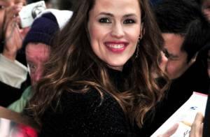 Jennifer Garner a troqué sa robe bustier... contre une tenue décontractée ! Quelle beauté !