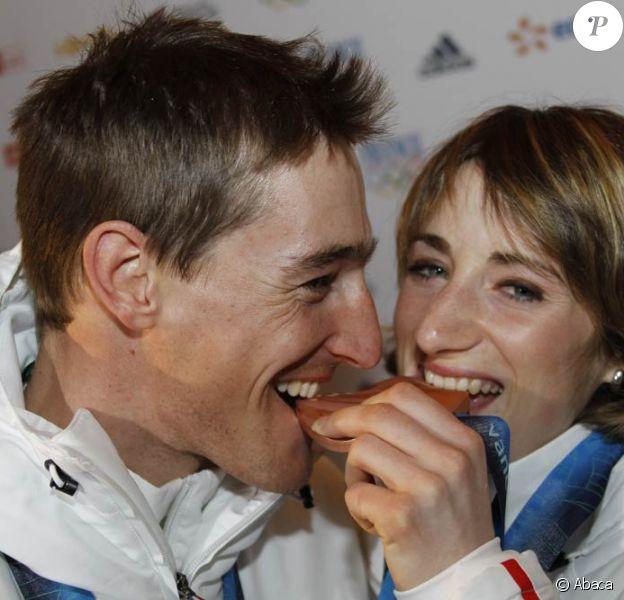 Vincent Jay et Marie-Laure Brunet, en couple dans la vie, médaillés olympiques aux J.O. de Vancouver, le 16 février 2010.