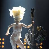 Regardez l'incroyable Lady Gaga aux Brit Awards rendre hommage à Alexander McQueen !