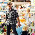Dean et Liam (19 février 2010 dans un magasin de jouets de L.A.)