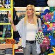 Tori Spelling  (19 février 2010 dans un magasin de jouets de L.A.)