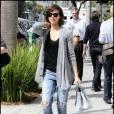 Jessica Alba à Los Angeles le 1/03/10 en pleine séance shopping