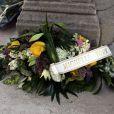 Michèle Torr a remis une couronne de fleurs lors des obsèques de Patrick Topaloff le 11 mars 2010 à Paris en l'église orthodoxe de la rue Daru
