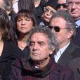 Les obsèques de Jean Ferrat à Antraigues-sur-Volane : Michel Drucker en arrière-plan