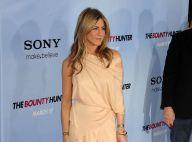 Jennifer Aniston absolument magnifique... prête à menotter le sexy Gerard Butler !