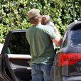 Tom Brady dépose son fils chez lui avant de se rendre à la salle de boxe pour s'entraîner le 20 mars 2010