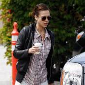 Jessica Alba : Elle dévoile ses gambettes, mais pas un sourire à l'horizon !