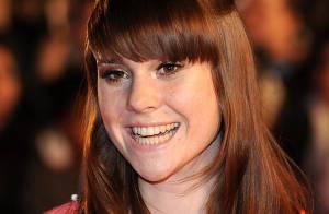 Kate Nash, 20 ans, sacrée lors des derniers Brit Awards, révèle avoir été opérée du coeur...