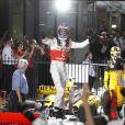 Jenson Button a remporté, le 28 mars 2010, le Grand Prix d'Australie à Melbourne. Sa compagne, Jessica Michibata, a fêté la victoire avec son champion et tout le team McLaren