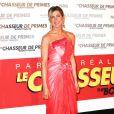 Jennifer Aniston lors de l'avant-première de The Bounty  Hunter, le chasseur de primes, au Gaumont Marignan de Paris  le 28 mars  2010. Elle porte une robe Christian Lacroix et des souliers Manolo Blahnik