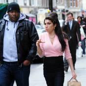 Amy Winehouse : Après la mode, c'est désormais la maternité qui l'attire...