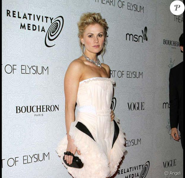 Anna Paquin et son fiancé Stephen Moyer. L'actrice participe à la  nouvelle campagne du True Colours Fund et en profite pour déclarer  qu'elle est bisexuelle, mars 2010 !