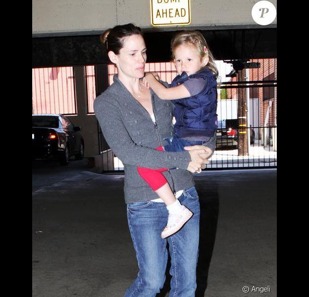 Jennifer Garner va chercher Violet à l'école (16 avril 2010 à Santa Monica/Etats-Unis)