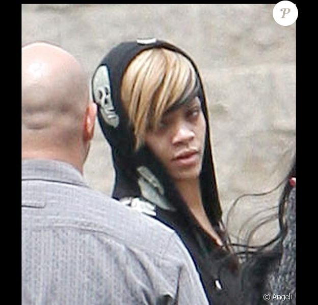 Rihanna sortant d'un studio d'enregistrement à Los Angeles le 10 avril 2010