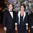La princesse Caroline lors du gala de bienfaisance à Monaco le 29 avril 2010, au côté de son frère le prince Albert