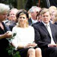 Le 29 avril 2010, la famille royale batave, réunie autour de la reine Beatrix, honorait la mémoire des sept victimes de l'attentat de la Journée de la reine 2009...