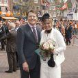 Le 30 avril 2010, après avoir honoré la veille la mémoire des sept victimes de l'attentat perpétré en 2009, la famille néerlandaise a célébré la reine Beatrix lors de la Journée de la Reine 2010. Et Maxima avait retrouvé le sourire... et le look !