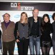 Sophie Favier, Claude Brasseur, Nathalie Simon, Frank Leboeuf, Anne Solenne et André Manoukian au lancement de la campagne de sensibilisation Dos au mur, à Paris. 04/05/2010